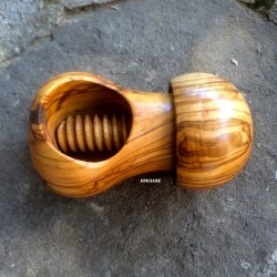 """Casse- noix """"champignon"""" à vis en bois d'olivier"""